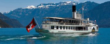 Thunersee Schifffahrt auf dem historischen Raddampfer Blümlisalp